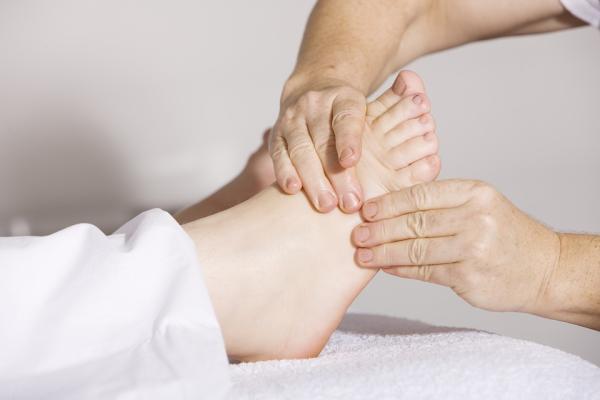 Dolor en el empeine del pie: causas y tratamiento