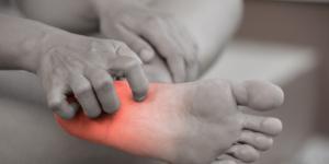 Por qué se calientan las plantas de los pies