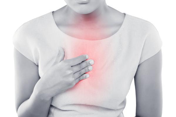 Dolor en el centro del pecho: causas y tratamientos