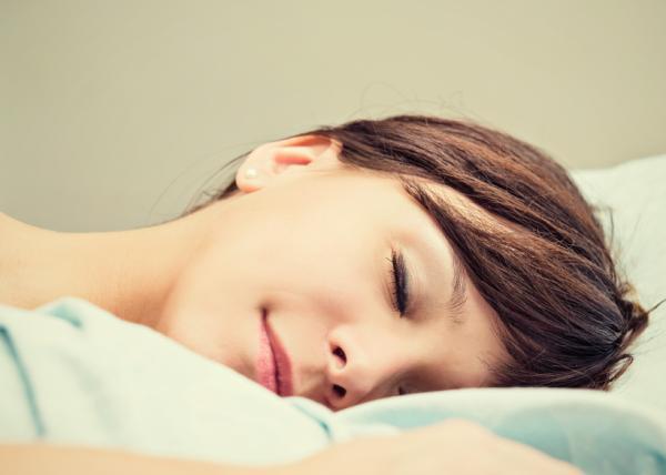 10 beneficios de reír para la salud - Facilita el sueño