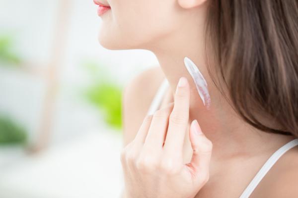 Cómo quitar las manchas del cuello rápido