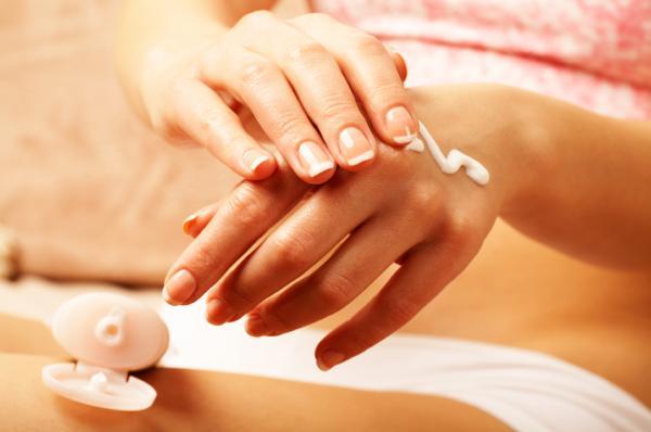 Manchas blancas en las manos: por qué salen, tratamiento y remedios - Manchas blancas en las manos: tratamiento