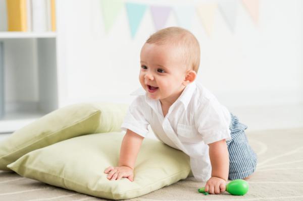 ¿A qué edad se sientan los bebés? - A qué edad se sientan los bebés