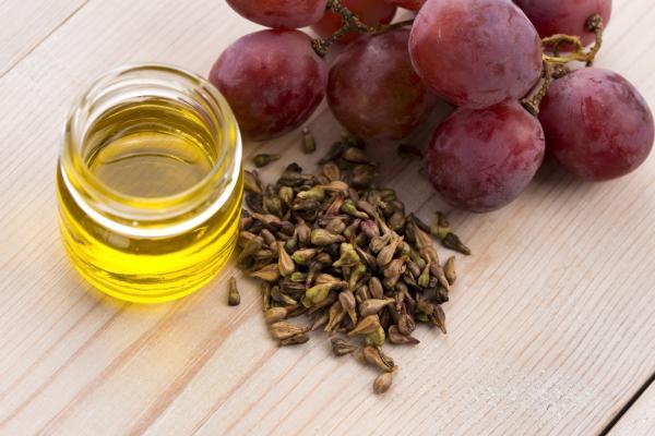 Remedios caseros para la boca seca - Aceite de semillas de uva, perfecto para hidratar la boca