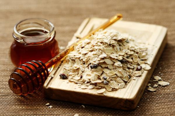 Cómo hacer una mascarilla de avena y miel para la cara