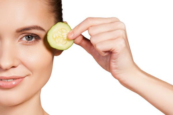Cómo bajar la hinchazón de los ojos - Cómo bajar los ojos hinchados - 4 métodos efectivos