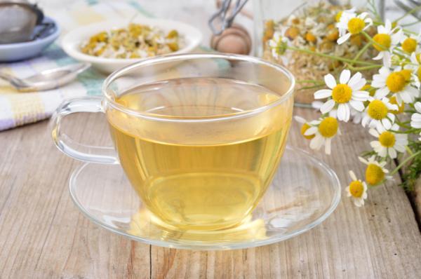 Remedios caseros para los hongos en el pene - Té de manzanilla, un antimicótico natural