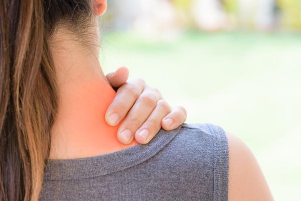 Bolas en el cuello por estrés: causas y tratamiento