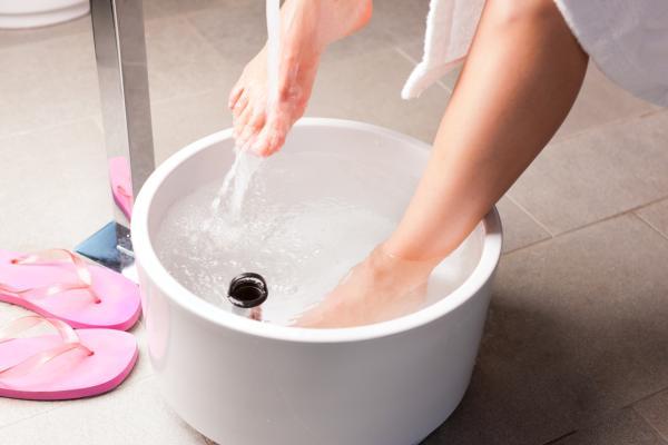 Cómo curar una uña encarnada del pie - Consejos para curar una uña encarnada del pie en casa