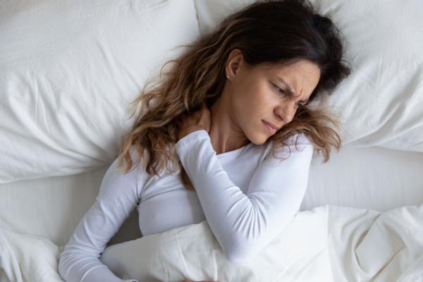 Bolas en el cuello por estrés: causas y tratamiento - Torticolis