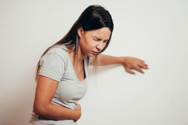 Cómo aliviar el dolor de estómago por tomar alcohol
