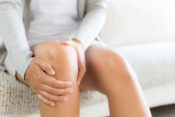 Ardor en la rodilla: causas y tratamiento