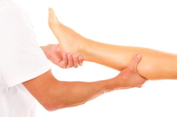 Calambres en las pantorrillas: causas, tratamiento y remedios - Calambres en las piernas: tratamiento