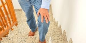 Dolor de rodilla al subir escaleras: causas y tratamiento