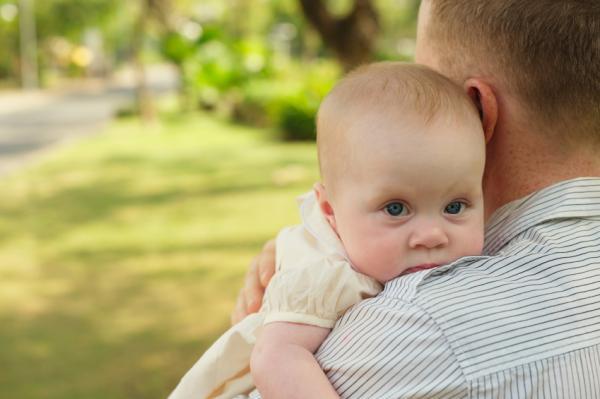 Trucos para sacar los gases a un bebé - El truco tradicional para que un bebé elimine gases