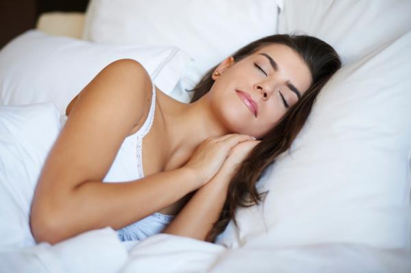 Cuál es la mejor postura para dormir - De lado sí, pero cuál