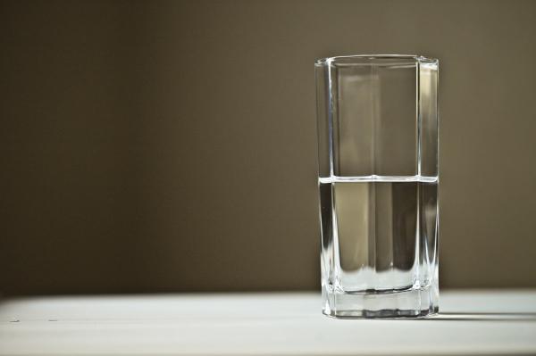 Cómo combatir la retención de líquidos en la menopausia - Hidratación adecuada contra la retención de líquidos