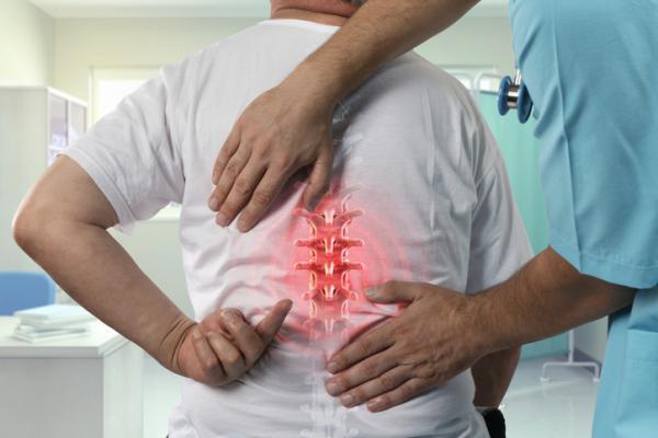 Dolor en la espalda media: causas y tratamiento