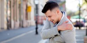 Dolor en el brazo izquierdo y hombro: causas y tratamiento