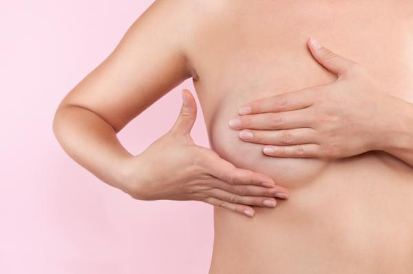 Los primeros síntomas del embarazo - Sensibilidad e inflamación de los senos