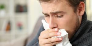 Tos con flema blanca: causas y tratamiento