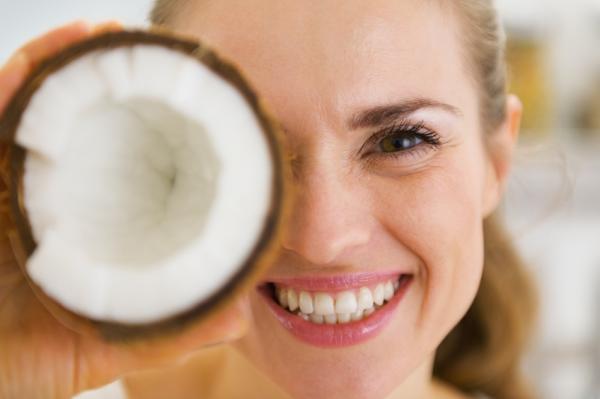Beneficios del agua de coco para adelgazar