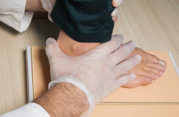 Remedios caseros para el espolón calcáneo - Básico: visitar a un podólogo