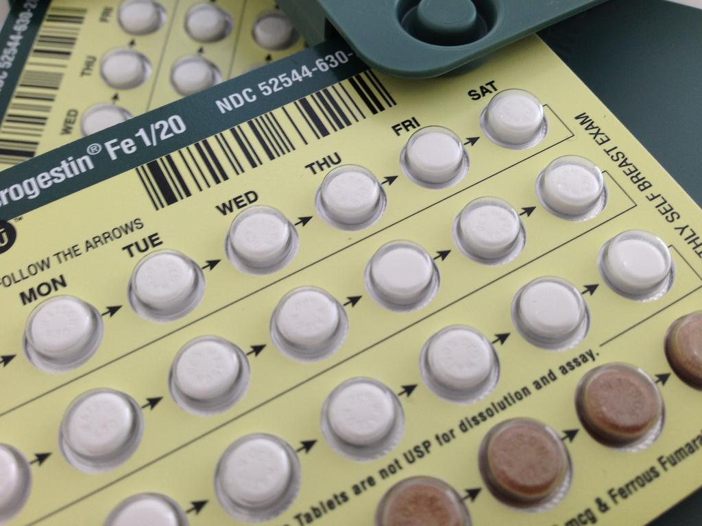 Sangrado en la mitad del ciclo menstrual tomando pastillas