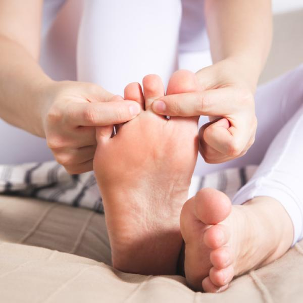 como curar los callos en la planta del pie
