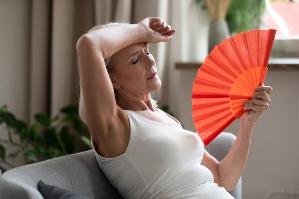 Calor en la cara: causas y tratamiento - Cambios hormonales