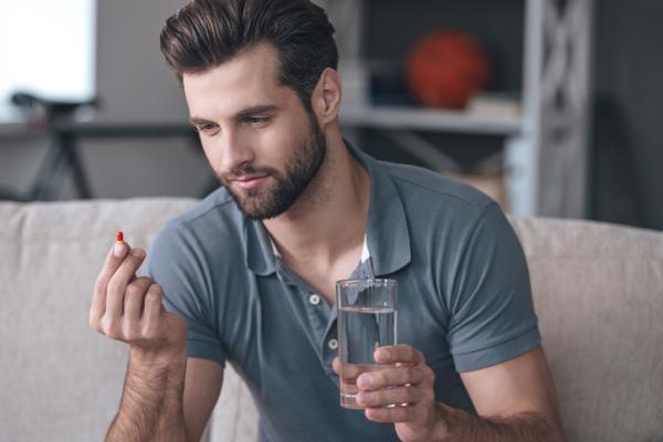 ¿Puedo tomar ibuprofeno y corticoides juntos?