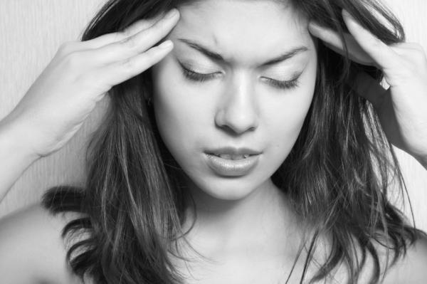 Hormigueo en la cabeza: causas - Hormigueo en la cabeza por migraña