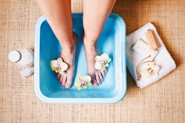 Durezas en los pies: por qué salen, cómo quitarlas y remedios caseros - Cómo quitar durezas en los pies