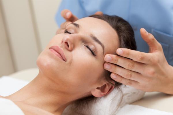 Consejos para prevenir las canas - ¡Date un masaje!