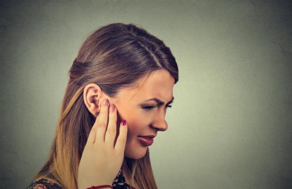 Por qué me da comezón en los oídos y garganta - Causas del picor de garganta y oídos