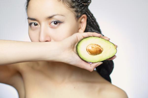 10 alimentos antiedad para mantenerse joven - Aguacate, muy rico en vitamina E