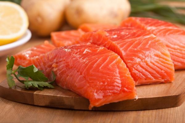 10 alimentos antiedad para mantenerse joven - Salmón, gran fuente de omega 3