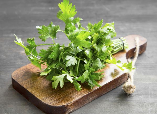 Alimentos que aumentan la testosterona - Perejil