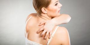 Por qué tengo mucho picor en la espalda y remedios para aliviarlo