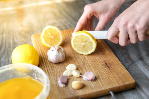 Rayas en las uñas: por qué salen y qué significan - Remedios naturales para eliminar las rayas en las uñas