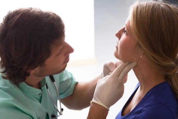 Temblor en el brazo izquierdo: causas y tratamiento - Temblor por problemas tiroideos