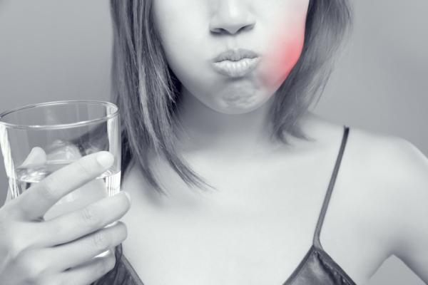 Llagas debajo de la lengua: por qué salen y cómo curarlas - Llagas debajo de la lengua: síntomas comunes
