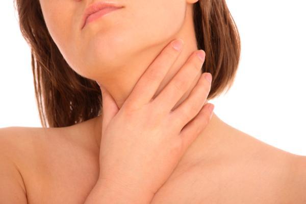 Por qué me cuesta tragar la saliva - Molestia al tragar saliva como si tuviera algo: estenosis de la laringe
