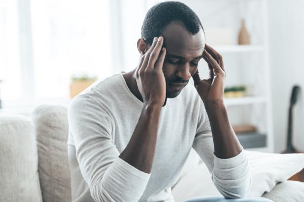 Dolor de cabeza severo y pulso alto