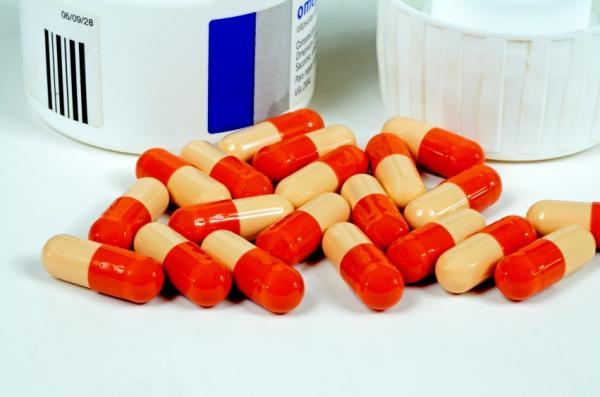 ¿Puedo tomar Omeprazol y antibióticos a la vez? - Omeprazol: ¿para qué sirve y cómo tomarlo?