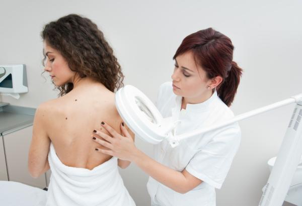 Granos en la espalda y hombros: causas - Tratamiento para quitar granos en la espalda y hombros