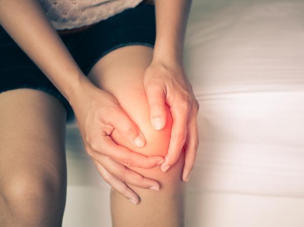 Líquido en la rodilla: causas y tratamiento