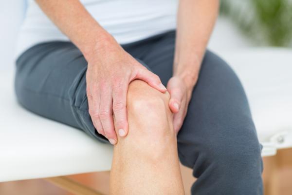 Líquido en la rodilla: causas y tratamiento - Líquido sinovial en la rodilla: síntomas