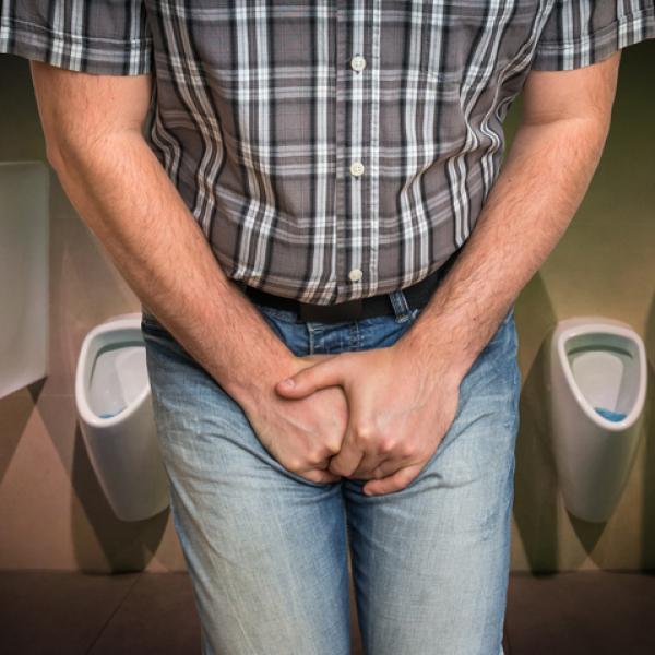 uretritis en hombres mirando