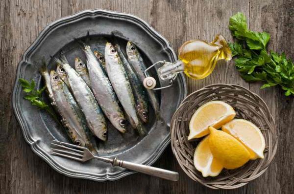 Alimentos que aumentan el colesterol bueno - Pescados azules